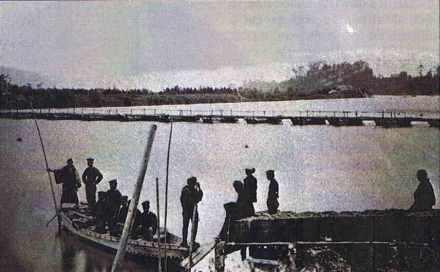 Japon, Ichigawa, 1877, 1er pont de bateaux sur le Tonegawa