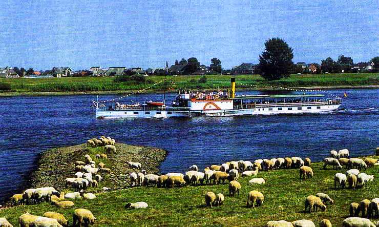 Un bateau, le Kaiser Wilheim sur l'Elbe