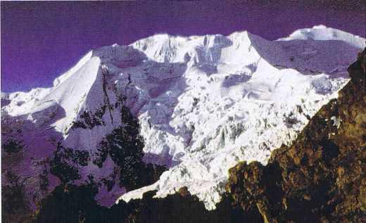 Les contreforts de l'Illimani vus depuis Nidode Condores dans les Andes
