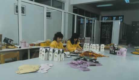 Atelier de conditionnement du safran à Kozani (Grèce).