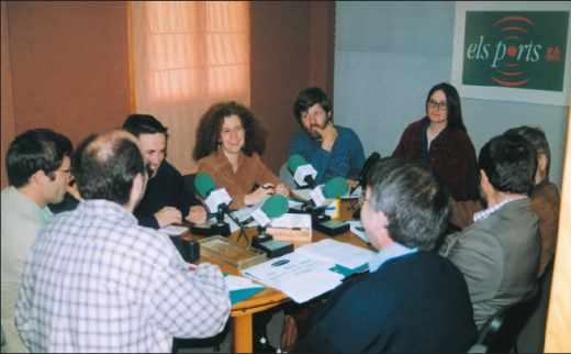 Séance d'enregistrement à la radio Els Ports fondée par un groupe local dans la Communauté de Valencia (Espagne).
