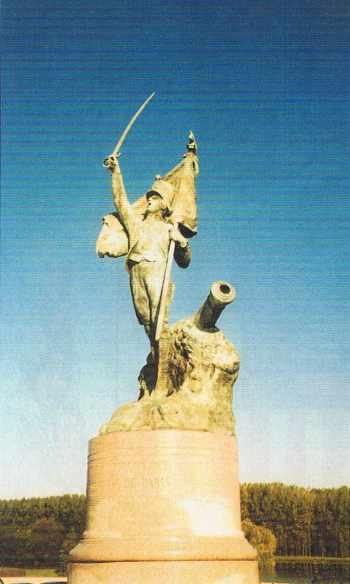 Désormais à Palaiseau, la statue de Theunissen inaugurée rue Descartes le 8 juillet 1914.