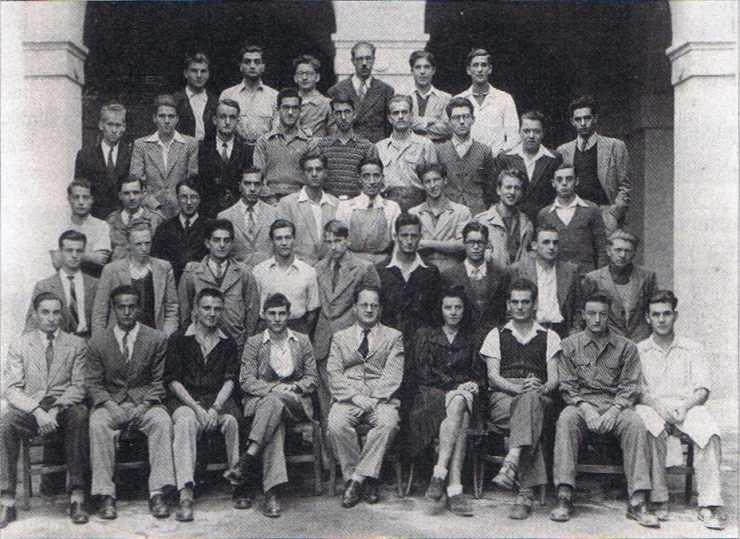 De 1925 à 1962 le lycée Bugeaud d'Alger a comporté une classe de mathématiques supérieures et une classe de mathématiques spéciales.
