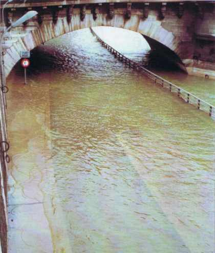 La crue de la Seine, au Pont-Neuf.