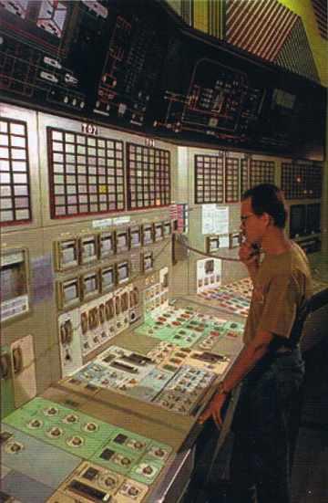Centre nucléaire de Cruas : la salle de contrôle après Three Mile Island.