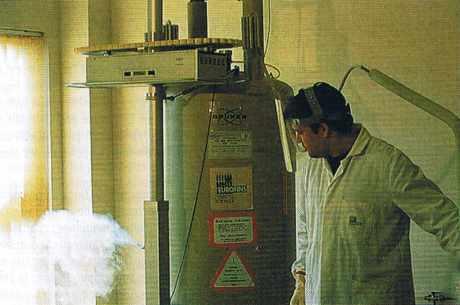 L'aimant supraconducteur d'un spectromètre de résonance magnétique nucléaire.