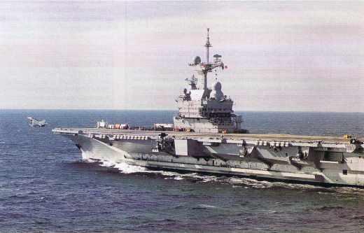 Un porte-avions et ses radars