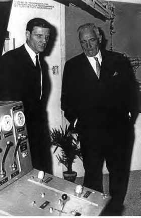 Jacques DELACOUR et René NAVARRE, fondateur de l'IFP, en visite au centre expérimental de l'IFP à Solaize.