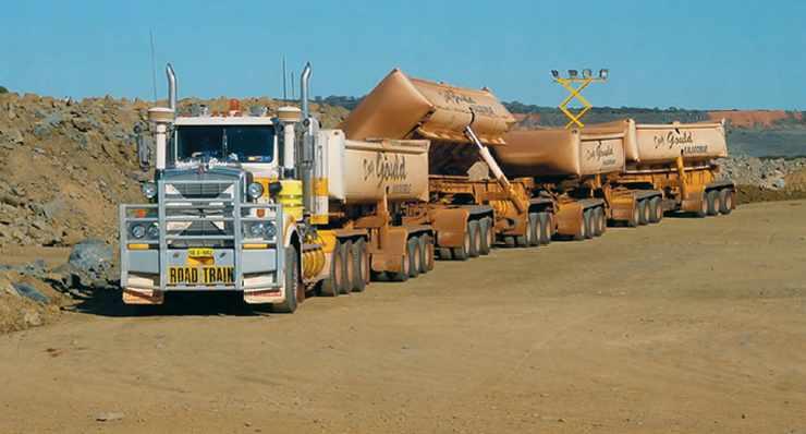 White Foil, Australie, premier convoi minier en road train