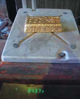 Premier lingot d'or de la mine de White Foil (Australie)