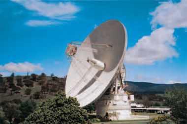 """Avec ses 70 mètres de diamètre """" Deep Space Station 43 """" est la plus grande des 5 antennes du centre spatial de la NASA à Tibinbilla près de Canberra. Cette station suit les véhicules spatiaux qui explorent le système solaire et au-delà."""