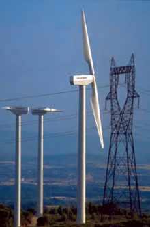 Parc éolien de Limousis : éoliennes et pylone.