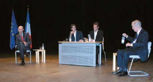 Pascal Lamy, commissaire européen chargé du Commerce, a débattu avec Jean-François Poncet, sénateur et ancien ministre des Affaires étrangères.