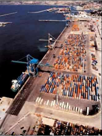 Terminal à conteneurs, port autonome de Marseille.