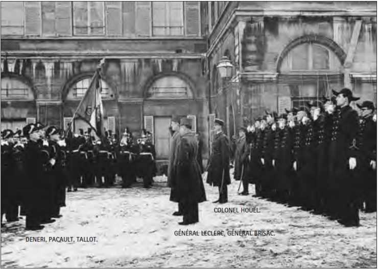 Réception du général Leclerc, en 1947, dans la cour d'honneur de l'Ecole polytechnique