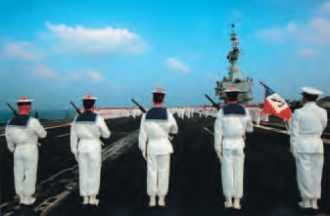 Remise de décorations sur le porte-avions Charles-de-Gaulle.