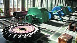 Salle des machines de la centrale de Pragnères