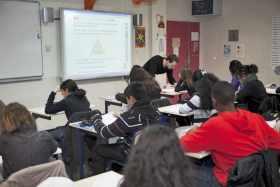 En classe avec un tableau numérique interactif