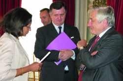 Bernard Brunhes aux côtés de Marie-Luce Penchard, et d'Augustin de Romanet