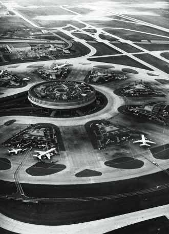 Aéroport Roissy-Charles-de-Gaulle, une conception du polytechnicien Paul Andreu (58).