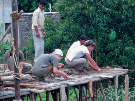 Inde-Espoir Bijapur 2004 : ferrayage du béton