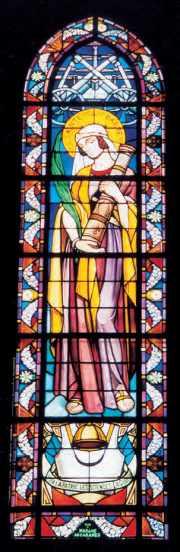 Vitrail de la chapelle de la Marne, à DORMANS, avec la devise de l'Ecole polytechnique, vue d'ensemble