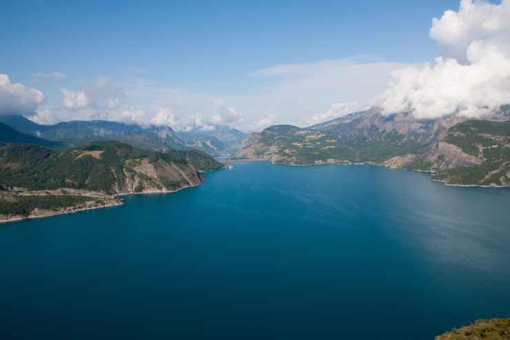 Un lac de barrage
