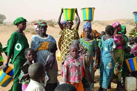 Distribution d'eau au Mali