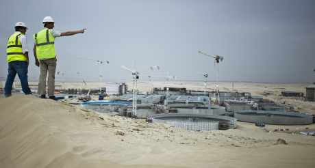 Construction de l'usine de recyclage des eaux usées de Al Wathba, à Abu Dhabi.