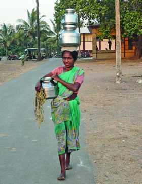 Une porteuse d'eau en Afrique
