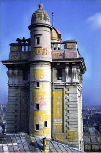 Tour de l'ancienne Ecole polytechnique peinte pour une campagne de Kès