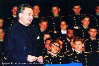 Attali prononce son allocution devant la promotion 1995 de l'Ecole polytechnique