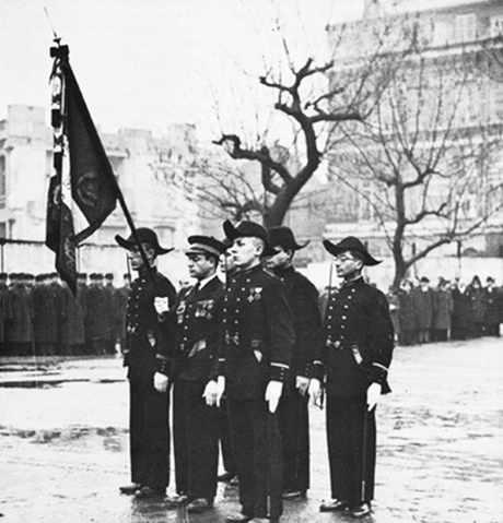 Prise d'armes de polytechniciens en 1945