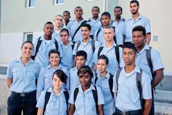 Epide, un groupe d'élèves en pyramide