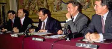 Signature de la Convention sur l'eau, entre Michel Rocard et Pierre Delaporte.