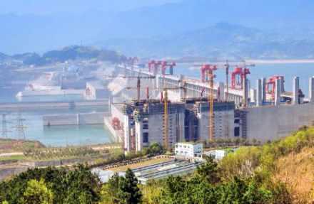Le barrage des Trois-Gorges sur le Yang Tsé Kiang