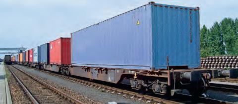 Train chargé de conteneurs