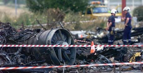 Pompiers sur le site du crash du Concorde