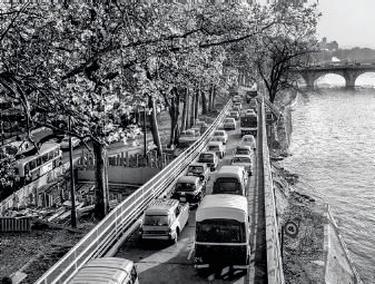 Travaux de construction de la voie rapide sur berges Georges-Pompidou, 1964.