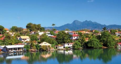 Les Trois Îlets et la montagne Pelée en Martinique