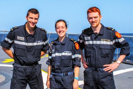 Trois stagiaires polytechniciens à bord de la frégate Jean-de-Vienne