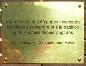 Plaque commémorative par la Khômiss