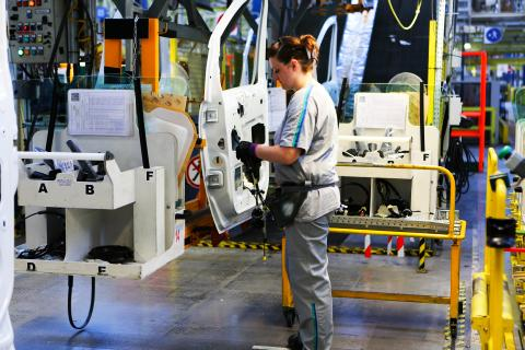 Chariot de montage des portières à l'usine Sevelnord de PSA.