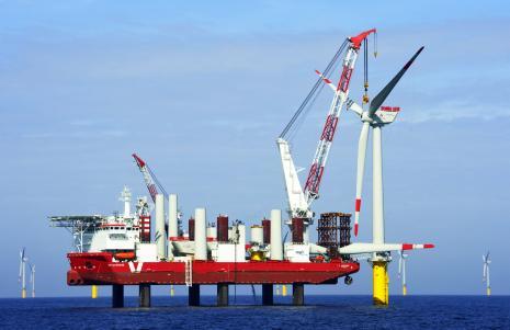 barge autoélévatrice pour poser les éoliennes en mer