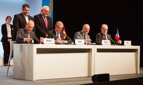 Signature de l'accord franco-allement pour l'exploitation des fonds marins
