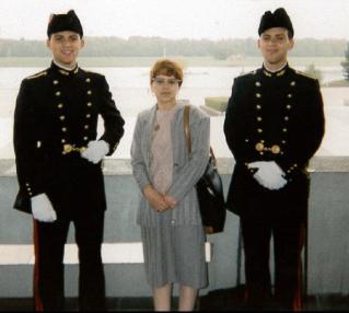 Les jumeaux Lachheb (95) avec maman