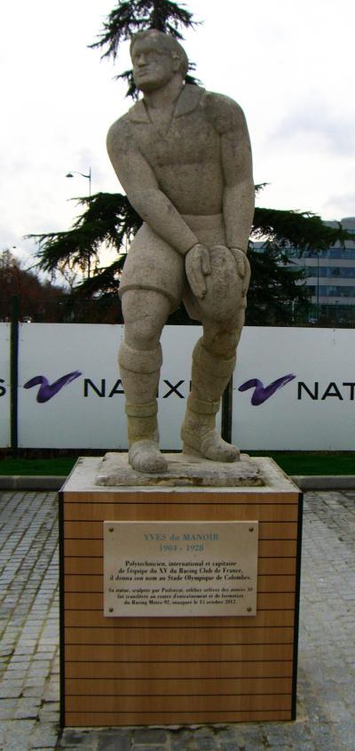 Statue de Yves du Manoir par Puiforcat