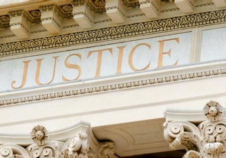 Fronton d'un palais de justice