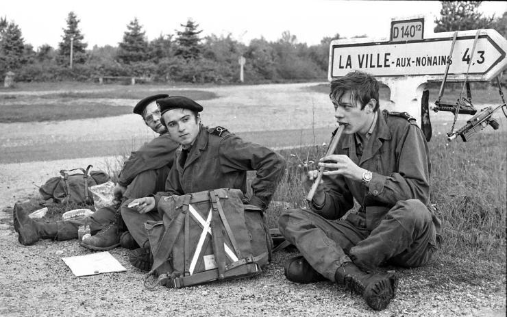 """Au repos pendant les manoeuvres """" Eure 74 """""""