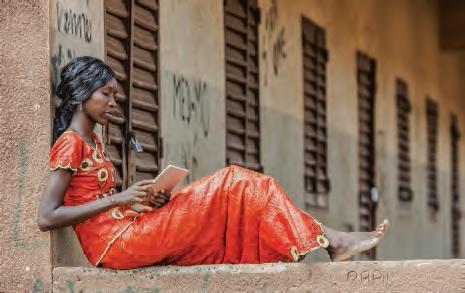 Africaine et sa tablette